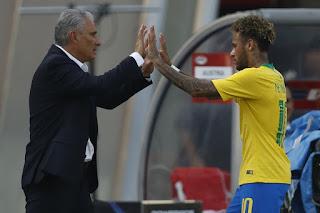 """Tite não garante mesma escalação na estreia e elogia Neymar: """"Não sei o limite"""""""