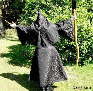 costume sorciere capuche noir