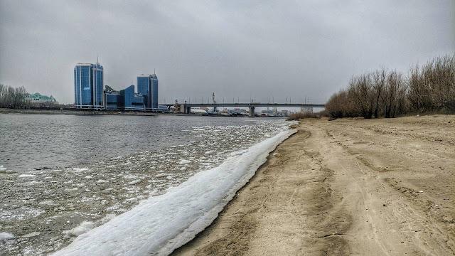 Городской пляжный остров Астрахань