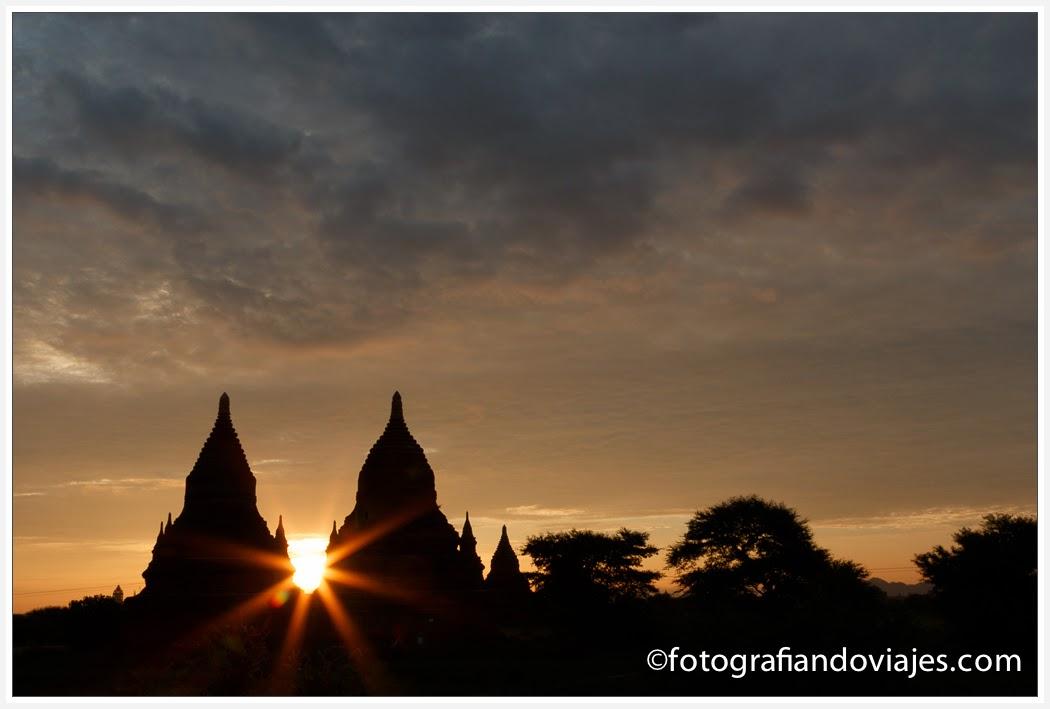 Amanecer en Bagan desde Buledi paya en Myanmar