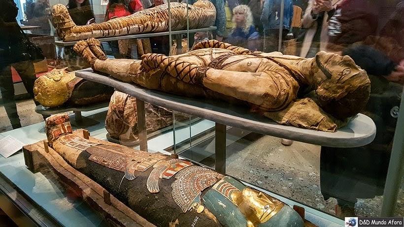 Múmias egípcias no British Museum em Londres