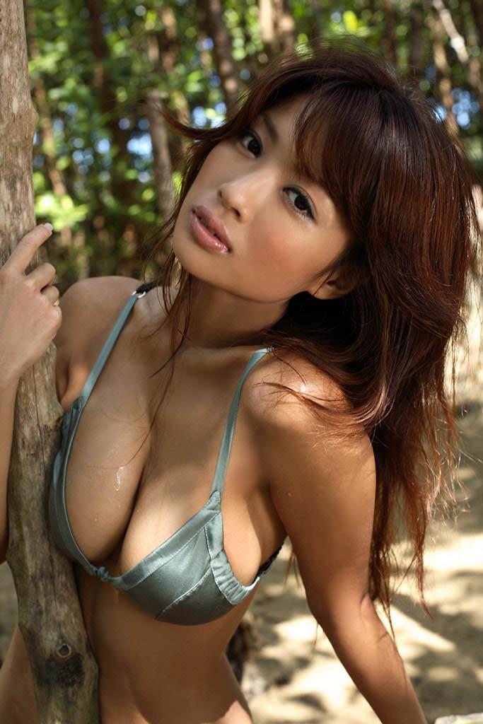 kana tsugihara sexy bikini pics 03
