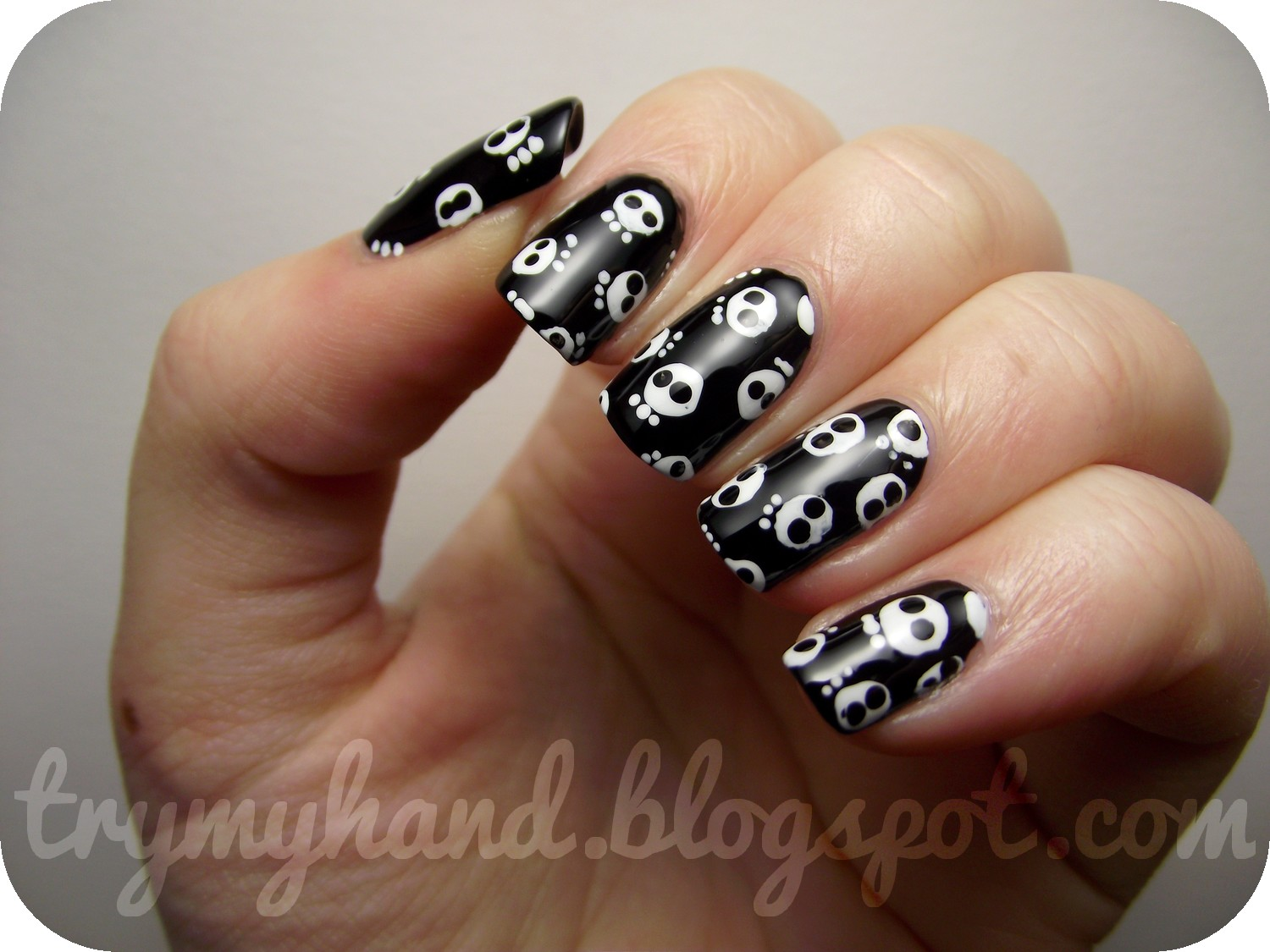 Try My Hand: Halloween Nails : Skull Print