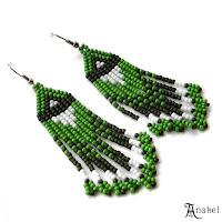 Зеленые серьги из бисера с бахромой