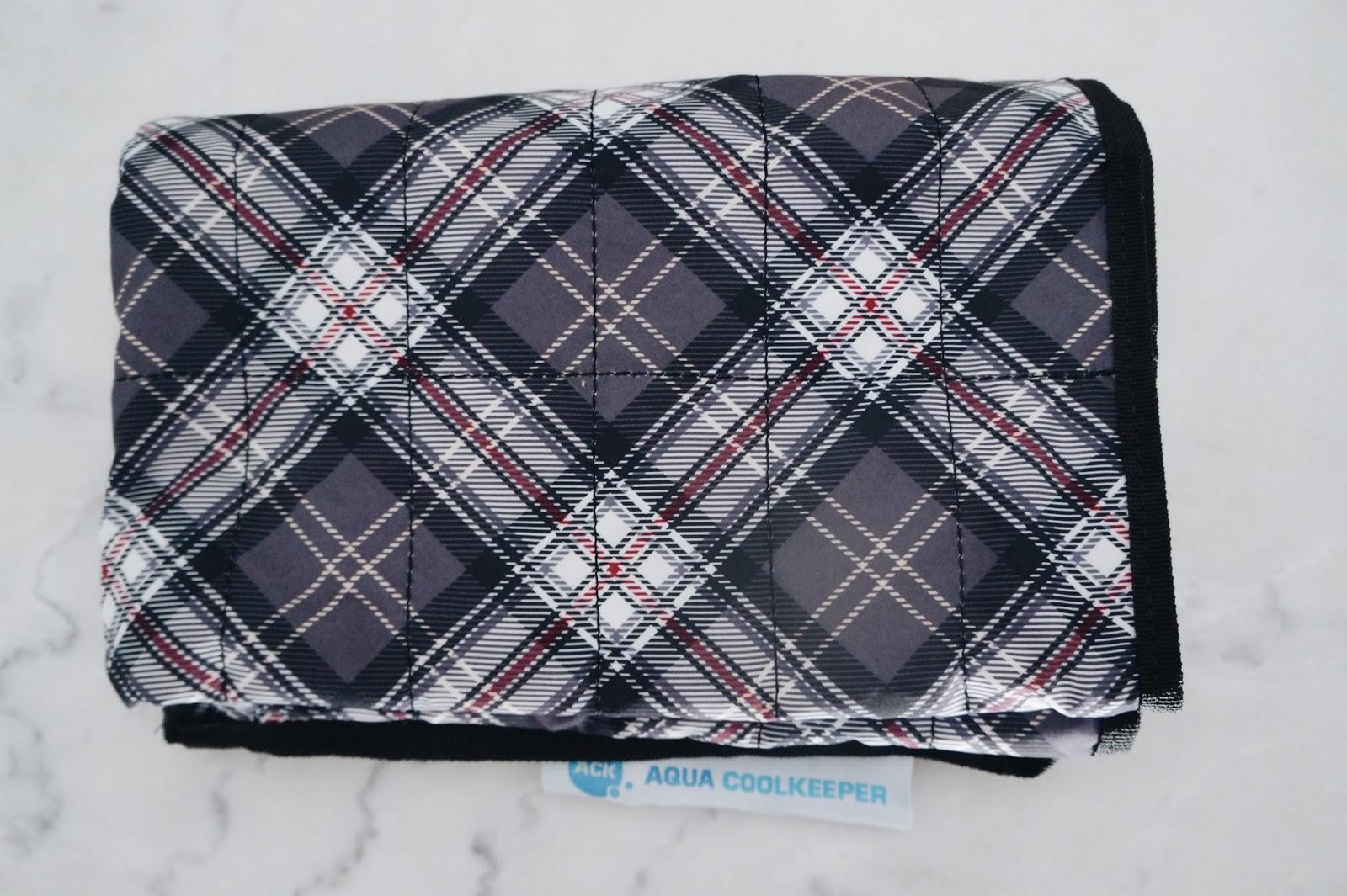 accessoires rafraichissants AquaCoolKeeper tapis bandana chien bouledogue bulldog