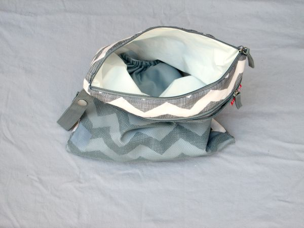 A Perfectly Packed Diaper Bag (plus tips for organizing your own diaper bag!) at LaurasPlans.com