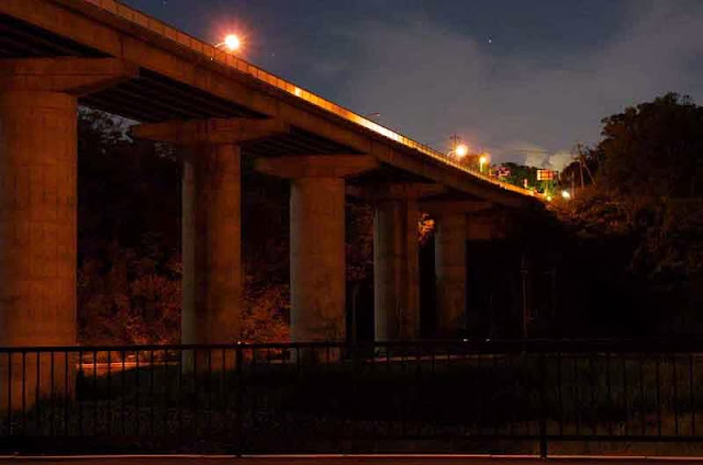 Kin Bridge at night