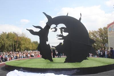 Памятник Виктору Цою в Караганде