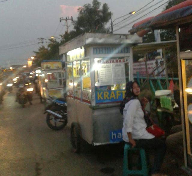 Oknum Satpol PP Diduga Pungli Kepada Pedagang Depan Kantor Kecamatan Sepatan
