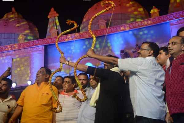 Kejriwal attends Ramlila celebrations at Red Fort