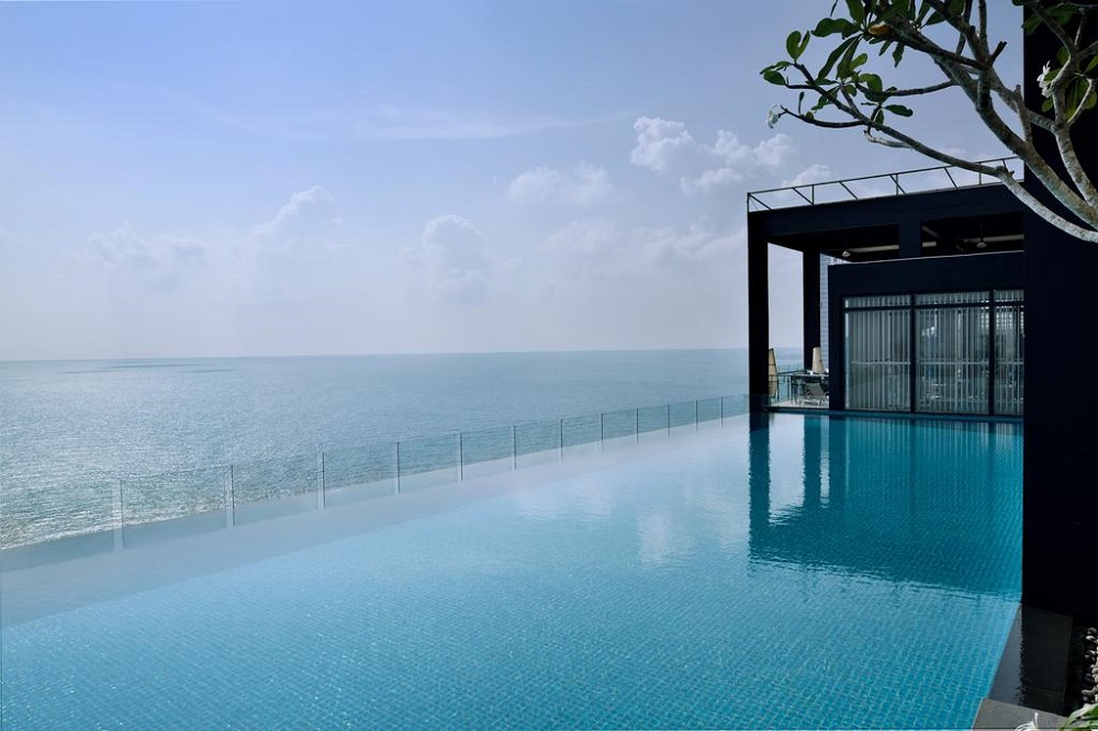 Movenpick Colombo Infinity Pool