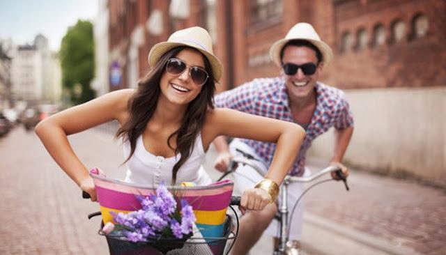 Empat Alasan Pasangan Yang Jarang Umbar Kemesraan Di Media Sosial Lebih Bahagia