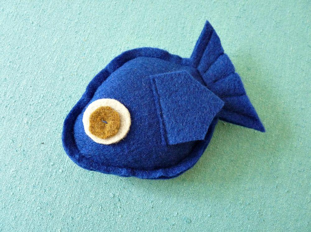 Easy DIY Felted Fish Catnip Toy