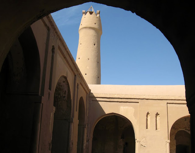 The arcs and tower of Fahraj Jaame mosque.