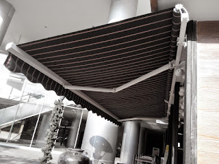 Awning gulung (Retractable)