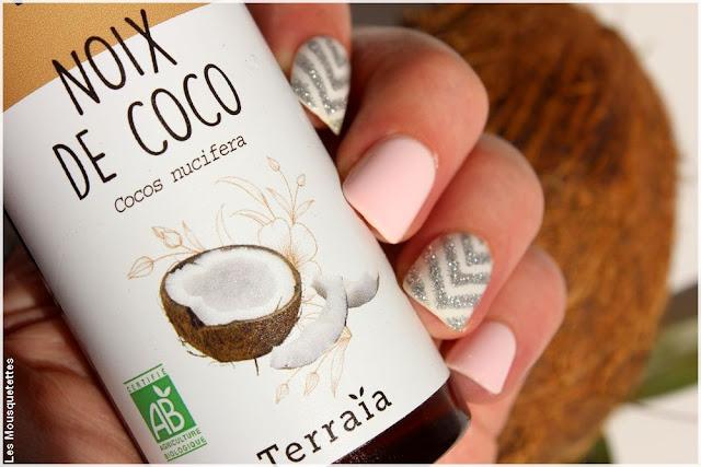 blog l 39 huile de coco le soin capillaire d maquillant v g tal de terra a. Black Bedroom Furniture Sets. Home Design Ideas