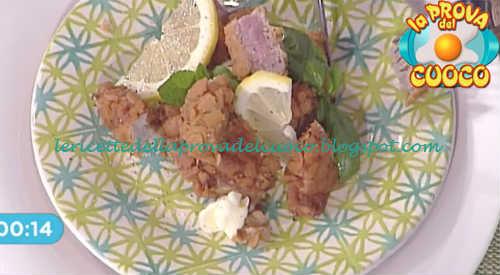Prova del cuoco - Ingredienti e procedimento della ricetta Fettine di vitello con panure alle acciughe e limone di Diego Bongiovanni