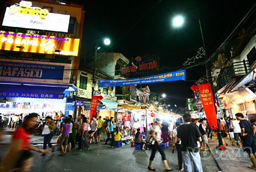 The Colorful Night Markets Throughout Vietnam 2