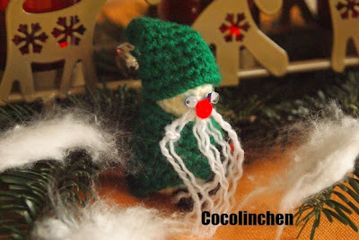 http://cocolinchenundkatti.blogspot.de/2014/12/kleine-gehakelte-wichtel.html