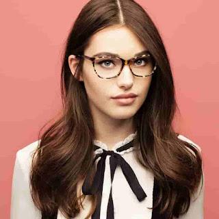 الرجال يرون النساء اللواتي يرتدين النظارات أكثر جاذبية