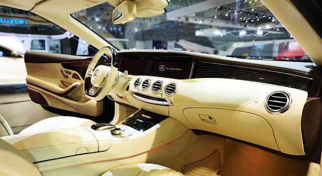 Bảng taplo Mercedes S500 Cabriolet 2018 được ốp Gỗ Piano màu Đen sang trọng
