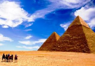 Οι Πυραμίδες της Αιγύπτου δεν κτίστηκαν με μεγάλους ογκόλιθους, υποστηρίζει νέα μελέτη βρετανού επιστήμονα