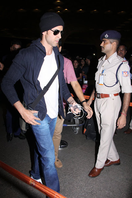 Hrithik Roshan spotted at the Mumbai airport last night
