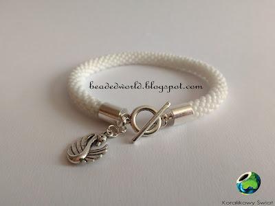 biała bransoletka