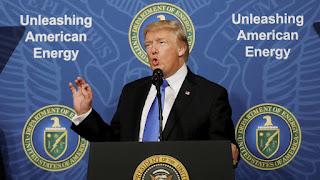 El Partido Demócrata de EE.UU. demanda a Rusia, la campaña de Trump y a WikiLeaks