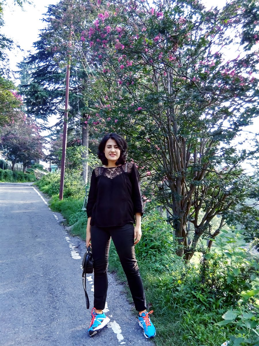 Vero Moda black top, Levi's black Jeans,Shoes: Reebok Hexaffect, Almora travel ,style panorama