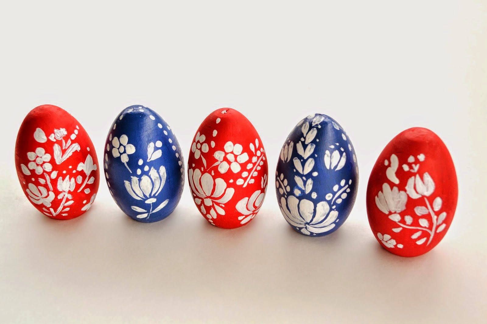 http://www.untrendylife.com/2014/04/diy-painted-hungarian-easter-eggs.html