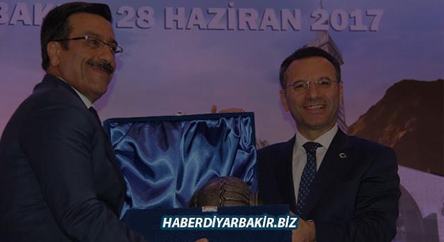 Diyarbakır Valisi Hüseyin Aksoy'dan veda yemeği