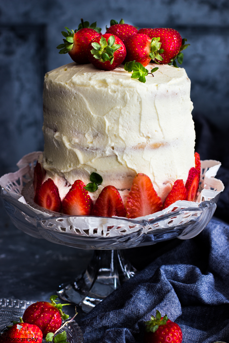 EGGLESS STRAWBERRY PASTEL DE TRES LECHES