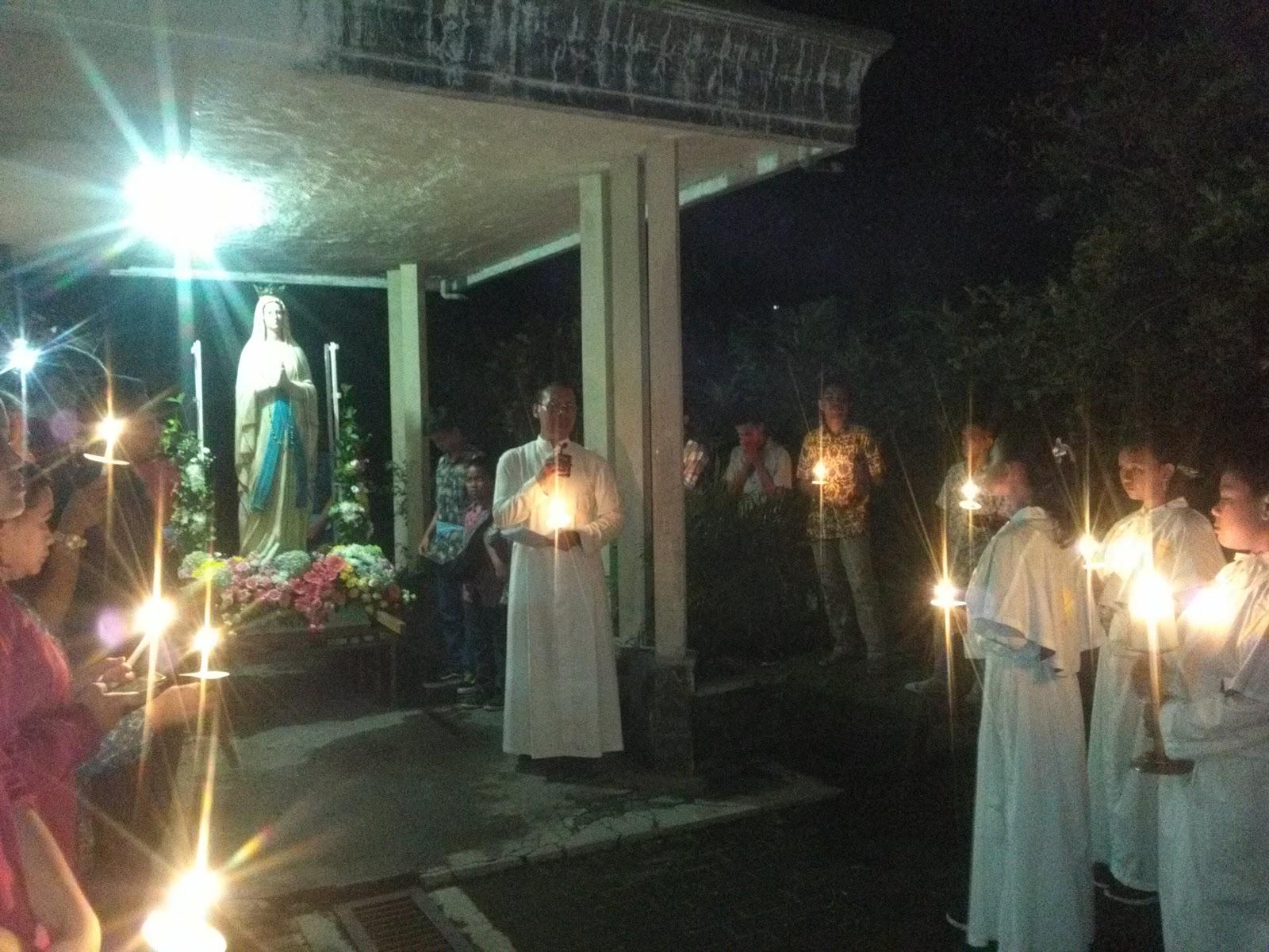 Romo Dodit memimpin doa pembukaan, bertempat di Bruderan Karitas