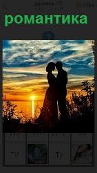 романтика для двоих, стоящих на берегу водоема