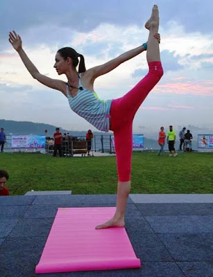 Yoga in the Sky, Yoga Rebel, Tara Stiles, Stratosphere, the roof, first avenue, bandar utama, yoga, fitness, lifestyle, Strala Yoga