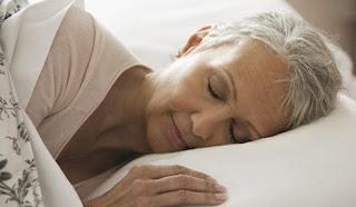 Mengapa Semakin Bertambah Usia Semakin Susah Tidur? Cek Penyebabnya Disini