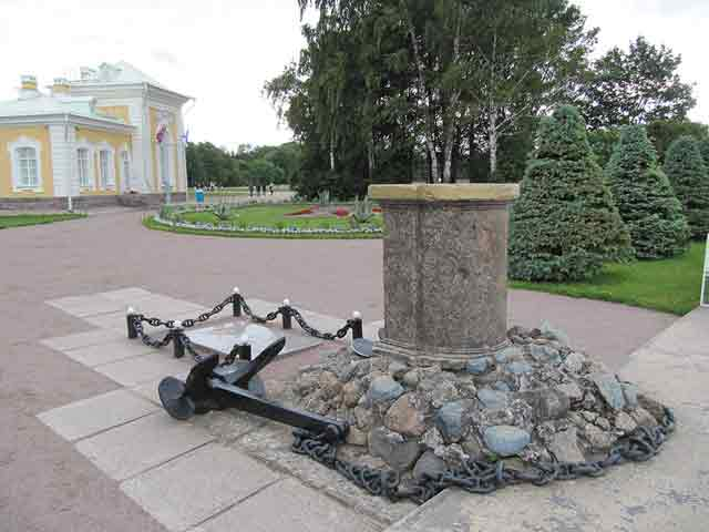 Peterhof Memorial 5 October 1941 worldwartwo.filminspector.com