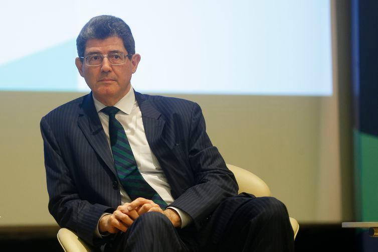 Bolsonaro ameaça demitir Levy do BNDES por nomear executivo da gestão do PT