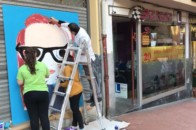 Campaña promocional en la calle Portu