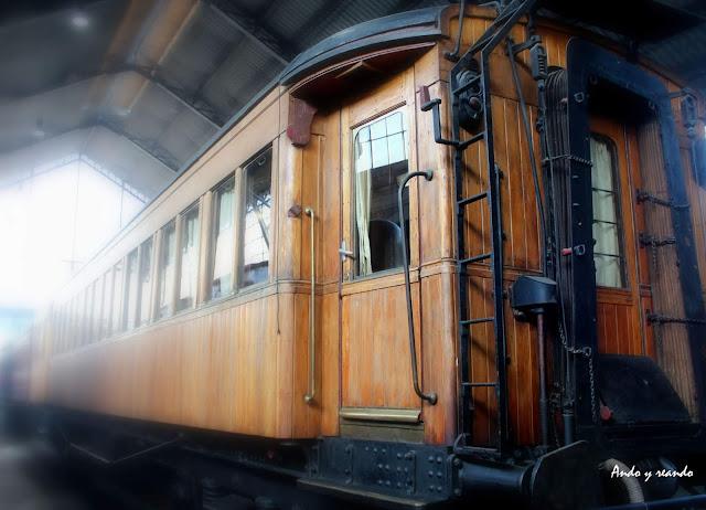 Trenes antiguos de madera. Museo del Ferrocarril
