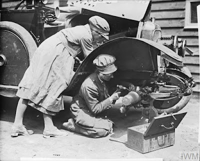 Fitters of the WAAC at work on a car at Etaples, 7 July 1918, IWM Non Commercial Licence © IWM (Q 9047)