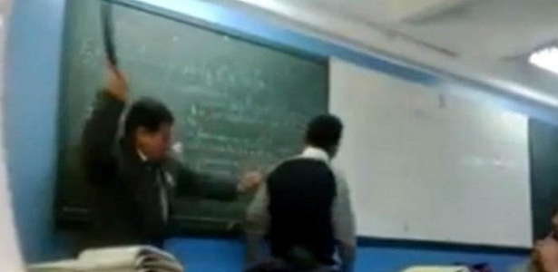 Bolehkah guru memukul siswa, guru mencubit siswa, guru dipenjara, Bang Syaiha,