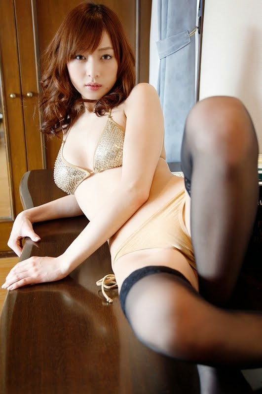 Her sweet vagina handles the astonishing vibrations - 2 1
