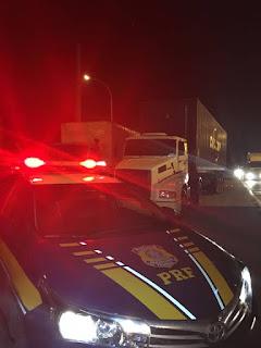 PRF retém caminhão com o maior número de evasões dos pedágios da Régis Bittencourt