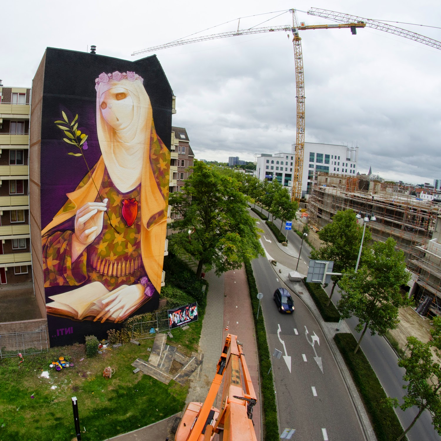 While we last heard from him earlier this Summer in Ibiza, INTI is now in Netherlands where he was invited by the HRLN project to paint on the streets of Heerlen in Netherlands.