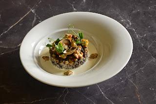 réalisation d'une entrée pour repas gastronomique inspiré du chef Eric Delerue autour des coques,risotto d'épeautre et de lentilles