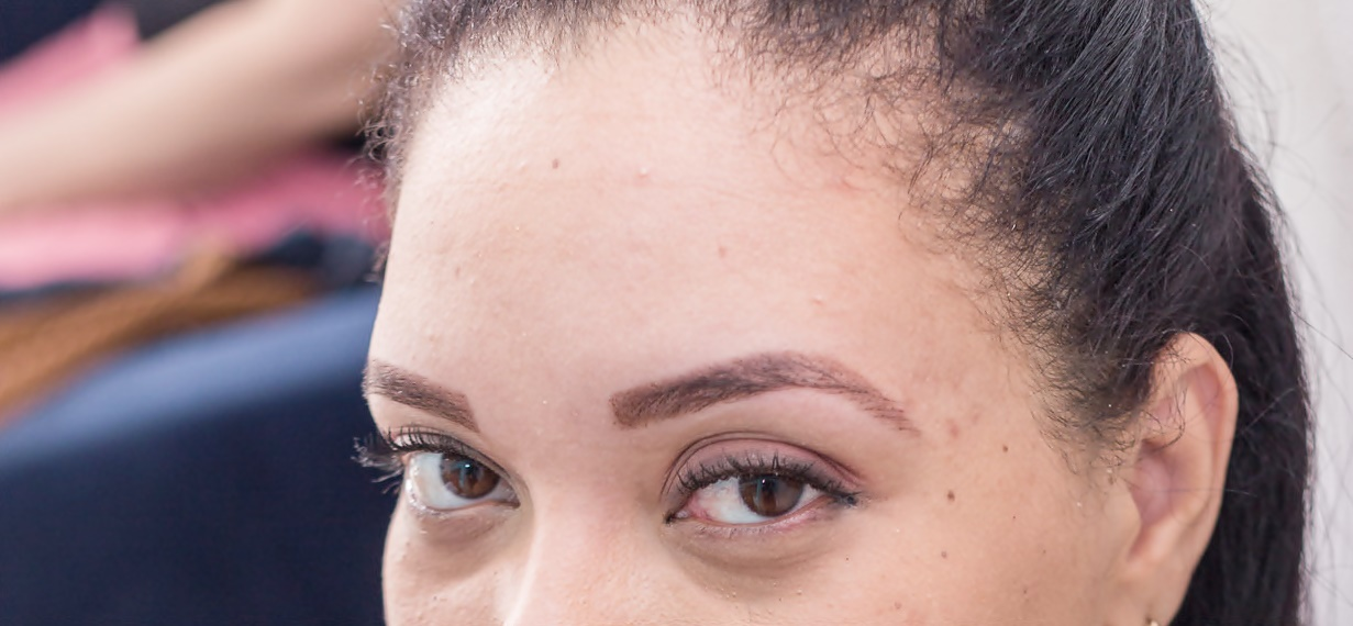 Cuidando das sobrancelhas com amor