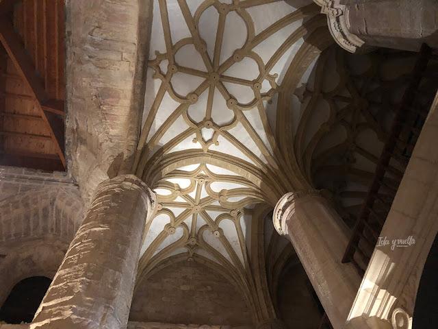 Interior iglesia abacial