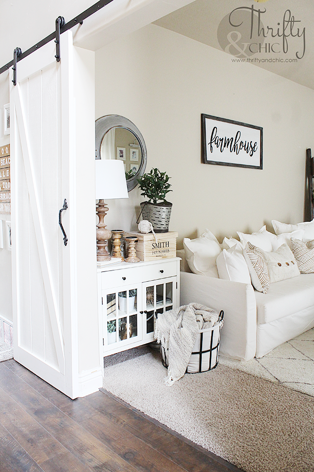 Thrifty and chic diy projects and home decor for Decorating with neutral walls